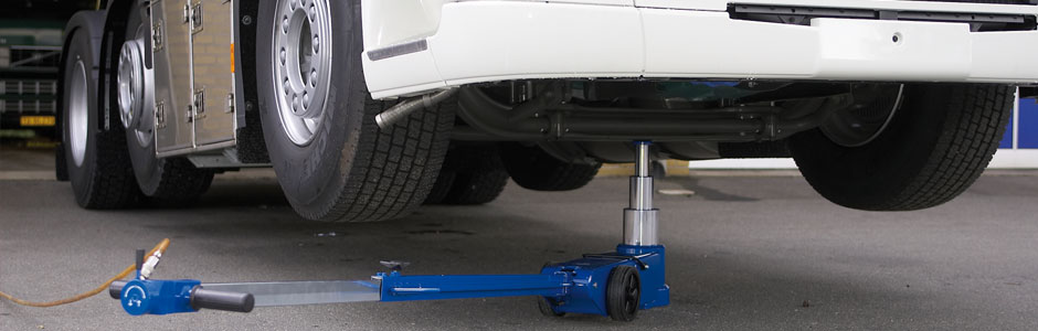 Portable air hydraulic jack – ideal for service vans etc.
