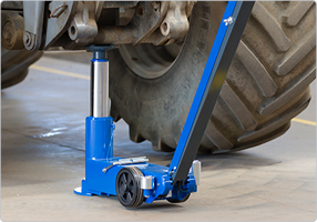 Single stage air hydraulic jack for trailers and other high clearance applications