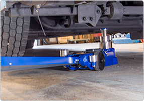 3-stage air hydraulic jack for low buses