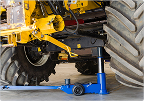 Air hydraulic jack for high clearance
