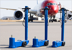 Air hydraulic aircraft jack Compact and slim design