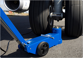 Air hydraulic aircraft jack with extra long stroke Compact and slim design