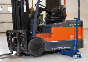 Jack for fork lifts Extremely low minimum height