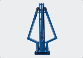 Hydraulic workshop crane with parallel legs for pallets minimum of space