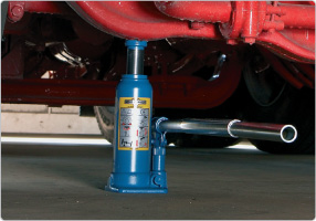 Hydraulic bottle jack for heavy duty lifting
