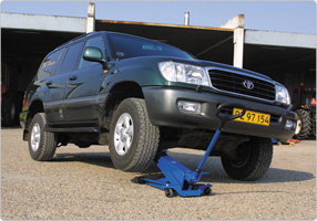 High lifting jack ideal for SUVs