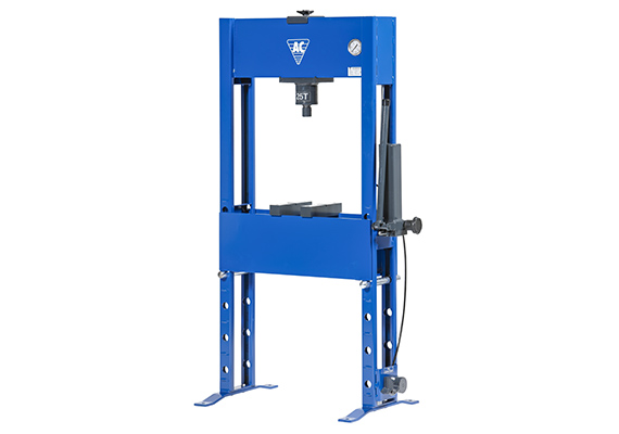Hand hydraulic junior press for passenger car workshops and light industry