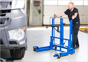 Hydraulic wheel trolley for vans