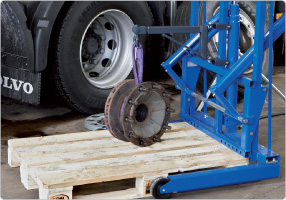 Hydraulic wheel trolley for buses